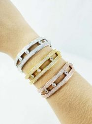 Bracelete  vazado com  3 bolinhas de zirconias  dentro