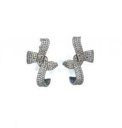 Brinco Ear hook formato laço pedras cravejadas zircônias transparente.