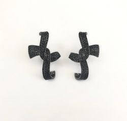 Brinco Ear hook formato laço pedras cravejadas micro zircônias