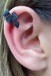 Ear clip formato laço micro zircônias cravejadas. Piercing falso