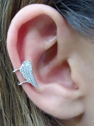 Brinco  ear clip asa  com zirconia cravejada