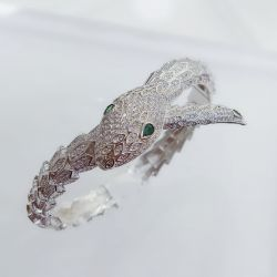 Bracelete  cobra com micro zirconia cravejada e pedra cristal verde