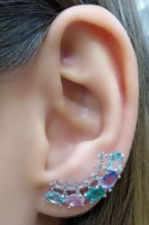 Ear Cuff cristais coloridos com detalhe em micro zirconia de um lado só.