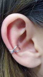 Ear clip vazado banho de rodio