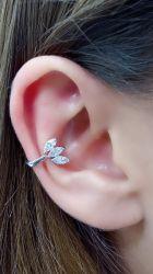 Ear clip detalhe em cristal banho de ródio