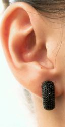 Brinco argola grossa micro zirconia cravejada banho de ródio negro
