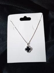 Colar Prata 925 pingente trevo detalhe preto ao redor micro zircônias transparente cravejadas