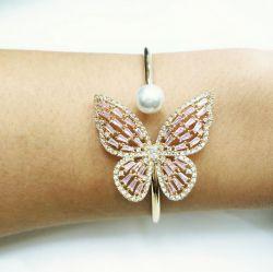 Bracelete borboleta com perola de  água doce e zirconia cravejada