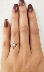 Anel flores esmaltadas, um flor em zircônia transparente banho de ródio, anel regulável.