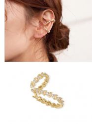 Ear clip = Piercing fake todo em micro zircônias transparente cravejadas.