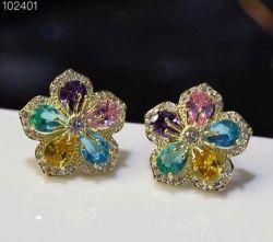 Brinco flor pedra cristal ao redor micro zirconias transparente  cravejadas