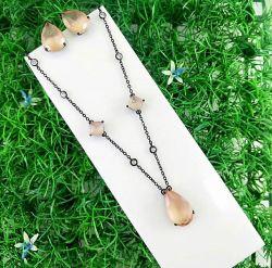 Conjunto colar e brinco gota colar com detalhes em bolinha de zircônia transparente pedra em gota cristal.