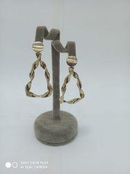 Brinco ouro envelhecido formato gota vazado sem pedra antialérgico.