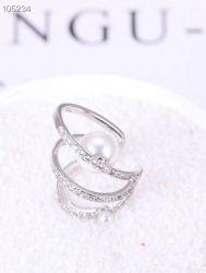 Ear clip = Piercing fake 2 pérolas brancas 3 tiras vazadas pedra micro zircônia transparente cravejadas.