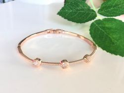 Bracelete 3 bolinhas em micro zircônias transparente cravejadas ao redor sem pedra.