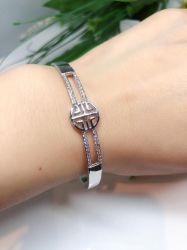 Bracelete vazado pedra micro zircônias transparente cravejadas fecho gaveta.