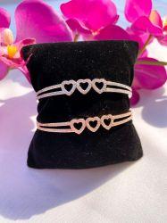 Bracelete 3 corações vazado pedras micro zircônias transparente cravejadas.
