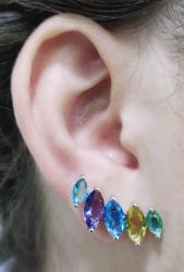 Brinco ear cuff pedras coloridas cristais cravejados.