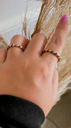 Anel delicado folheado a ouro pedras cravejadas zircônias coloridas
