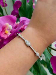 Bracelete delicado pedras micro zircônias  transparente cravejadas.