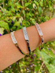 Bracelete pedras cravejadas zircônias em navette detalhe em micro zircônias transparente.
