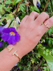 Conjunto bracelete e anel inspiração pedras cravejadas zircônias transparente.
