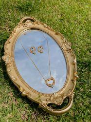 Conjunto colar e brinco coração  banhado a ouro 18k pedras cristais coloridos cravejados.