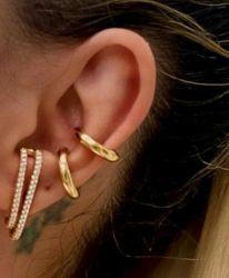 Brinco ear hook duas tiras em micro zircônias transparente cravejadas