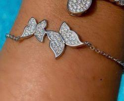Pulseira duas borboletas pedras micro zircônias transparente cravejada