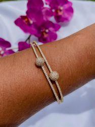 Bracelete vazado detalhe duas bolinhas toda em micro zircônias cravejadas