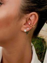 Ear clip = Piercing fake banhado a ouro 18k detalhe em pérola branca