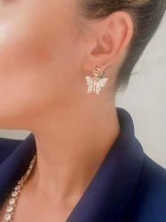 Brinco GG pingente borboleta banhado a ouro 18k pedras zircônias transparente cravejadas