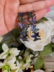 Brinco argola borboletas pedras cristais coloridas cravejadas