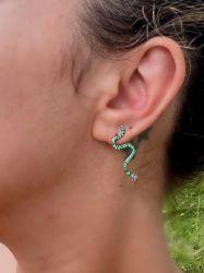Brinco serpente delicado pedras micro zircônias cravejadas