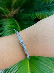Bracelete inspired V detalhes em micro zircônias transparente cravejadas