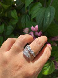 Kit serpente 4 peças colar brinco anel e bracelete pedras cravejadas micro zircônias transparente detalhe em resina branca