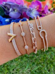 Bracelete V inspired rose gold pedras cravejadas micro zircônias transparente