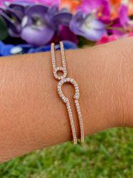 Bracelete vazado detalhes em micro zircônias transparente cravejadas